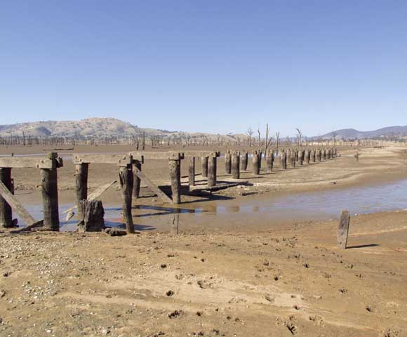 Hume Weir at 15 percent, June 2002